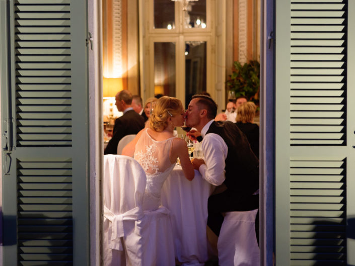 luxury wedding reception in italy - Bride and groom Kiss