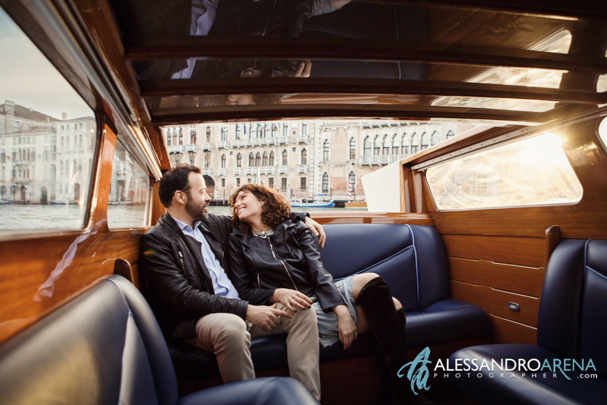 Couple photography in Canal Grande - Boat Tour in Venice
