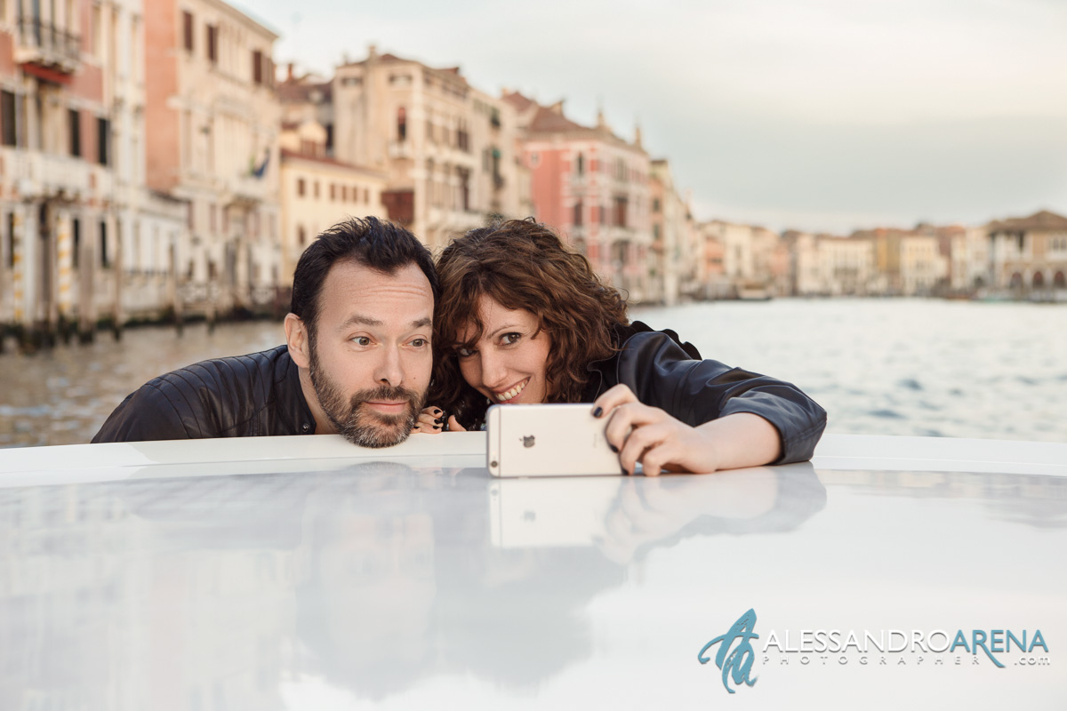 Venice wedding photographer - Selfie sunset in Venice