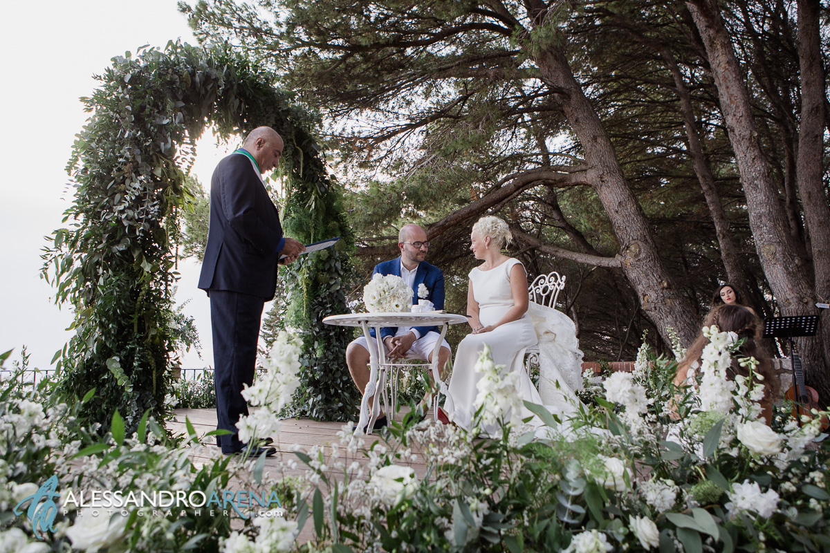 Capri wedding ceremony - the promise of the Bride and Groom - Parco del filosofo Anacapri