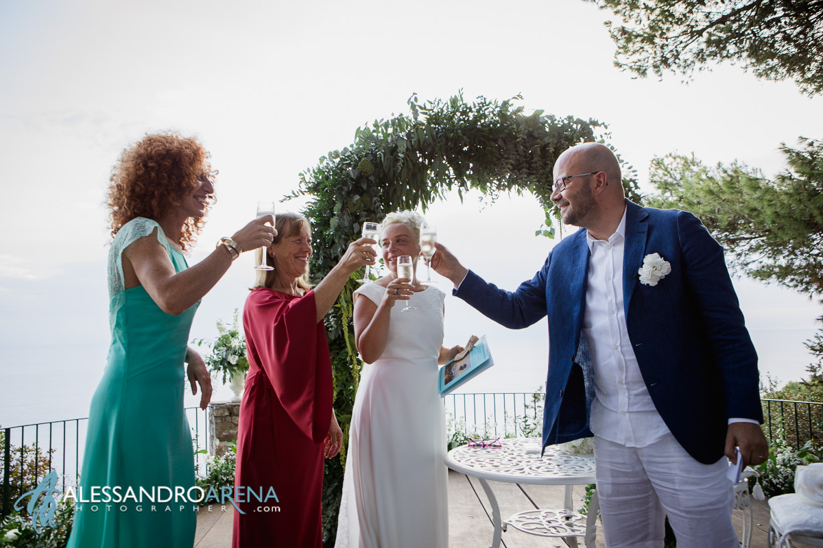 Civil wedding ceremony in Capri - Toast with witnesses