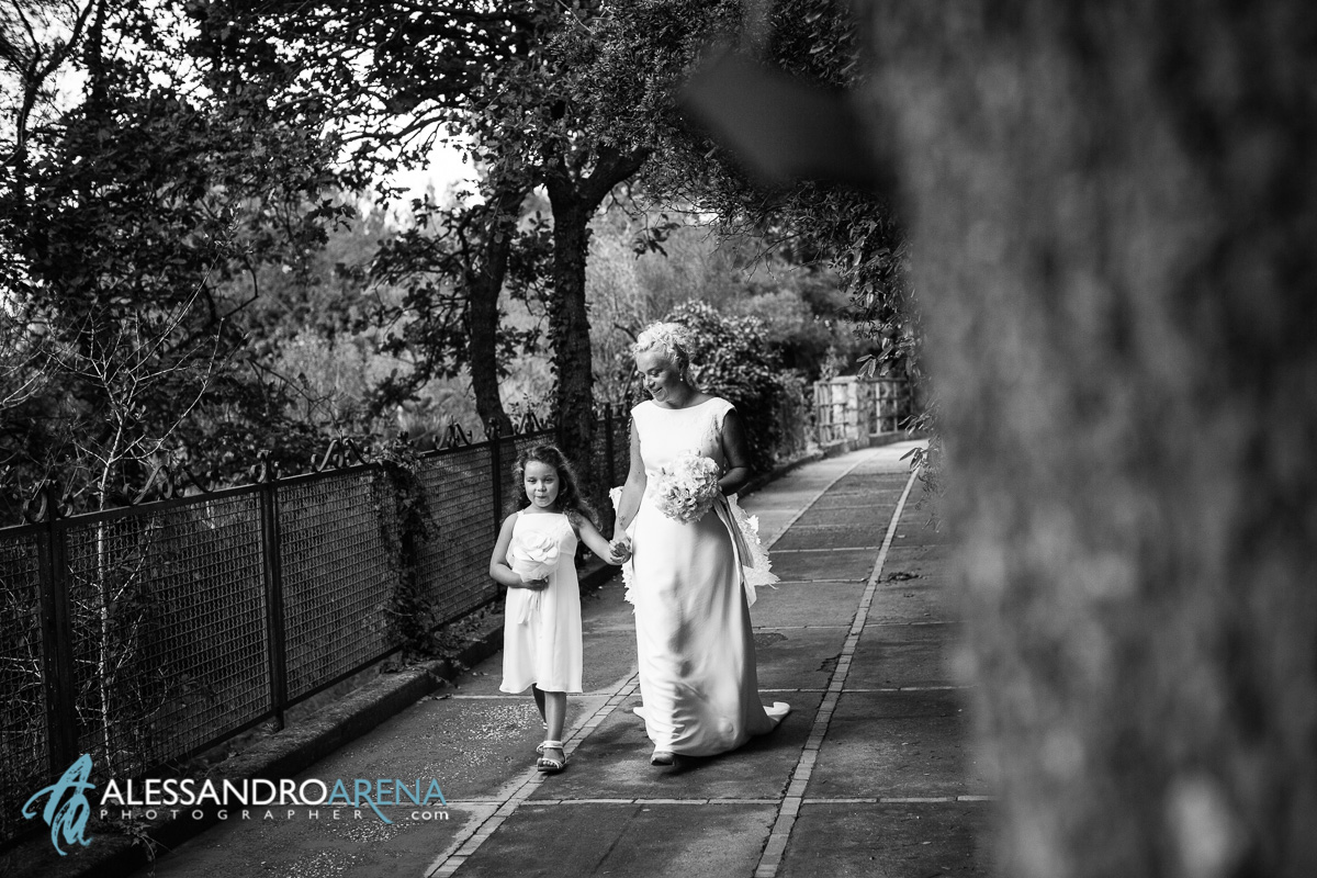 Wedding in Anacapri - The bride is accompanied by her daughters